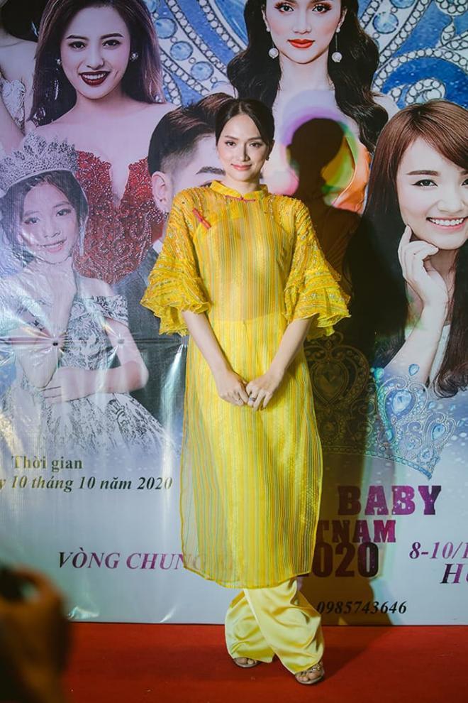Nhật Thủy diện đầm xẻ gợi cảm, thần thái ngút ngàn làm giám khảo Miss Baby Viet Nam 2020 0