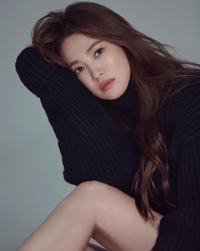 Song Hye Kyo khoe chân nuột nà, đẹp ma mị khiến 'vạn người mê' nhưng lại bị so sánh với Son Ye Jin, nhìn thế này thì ai nghĩ hơn tuổi? 3