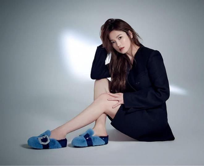 Song Hye Kyo khoe chân nuột nà, đẹp ma mị khiến 'vạn người mê' nhưng lại bị so sánh với Son Ye Jin, nhìn thế này thì ai nghĩ hơn tuổi? 2