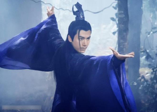 Anh làm việc mờ nhạt 7 năm trong công ty của Lâm Tâm Như, nhờ Triệu Lệ Dĩnh tiến cử mà phất lên như diều gặp gió 0