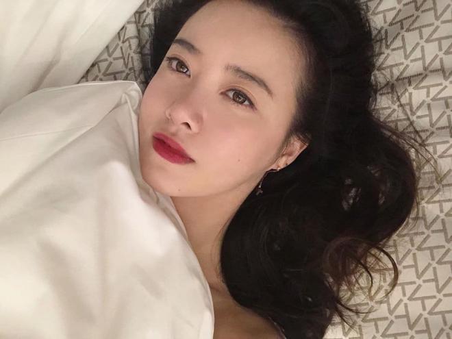 Hậu ly hôn Goo Hye Sun đăng ảnh khoe vai hờ hững được khen độc thân quyến rũ 6