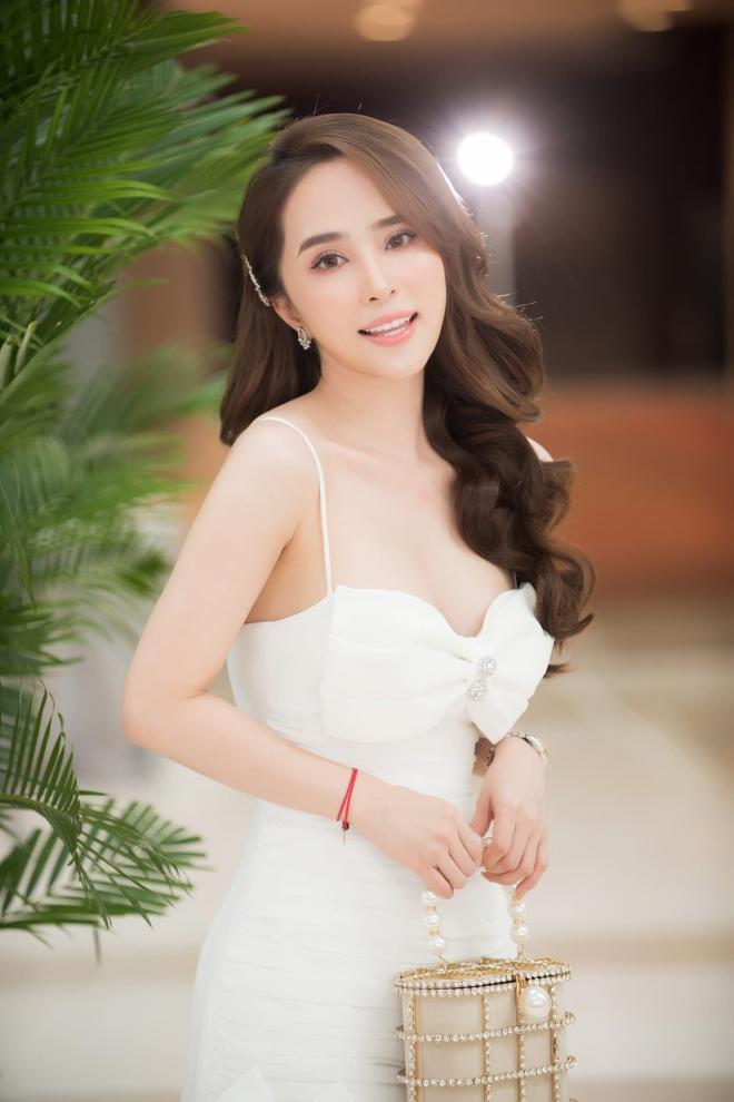 Diễn viên Quỳnh Nga tiết lộ bí quyết hà khắc để giữ cân và dáng 9