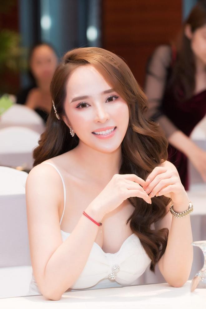 Diễn viên Quỳnh Nga tiết lộ bí quyết hà khắc để giữ cân và dáng 0