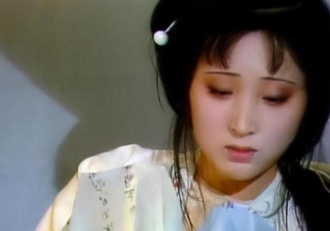 Mười ba năm trước, Trần Hiểu Húc và chồng cùng đi tu, sau cô bị bệnh mà chết, người chồng bị đồn là đã hoàn tục và tái hôn 4