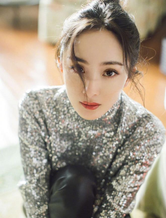 Diện mạo thực sự qua loạt ảnh chưa chỉnh sửa của Dương Mịch khiến không ít người thất vọng vì gương mặt trông như già đi 10 tuổi 4