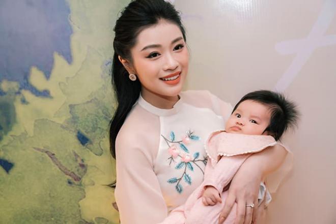 Quán quân Sao Mai Thu Hằng bất ngờ hé lộ con gái, lần đầu công khai trước truyền thông 4