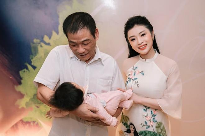 Quán quân Sao Mai Thu Hằng bất ngờ hé lộ con gái, lần đầu công khai trước truyền thông 3