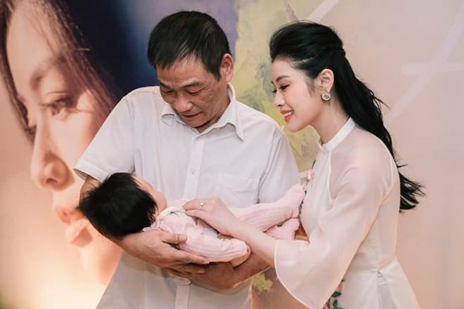 Quán quân Sao Mai Thu Hằng bất ngờ hé lộ con gái, lần đầu công khai trước truyền thông 2