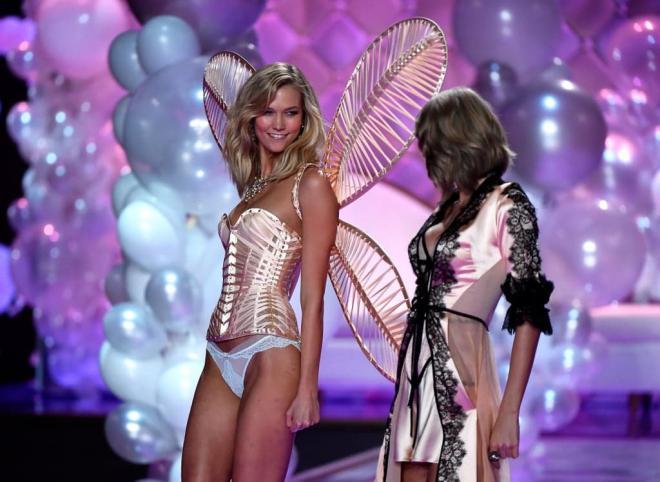 Từng 'chị chị em em' thân thiết, Taylor Swift bị nghi viết bài hát đá xoáy 'Thiên thần nội y' Karlie Kloss 9
