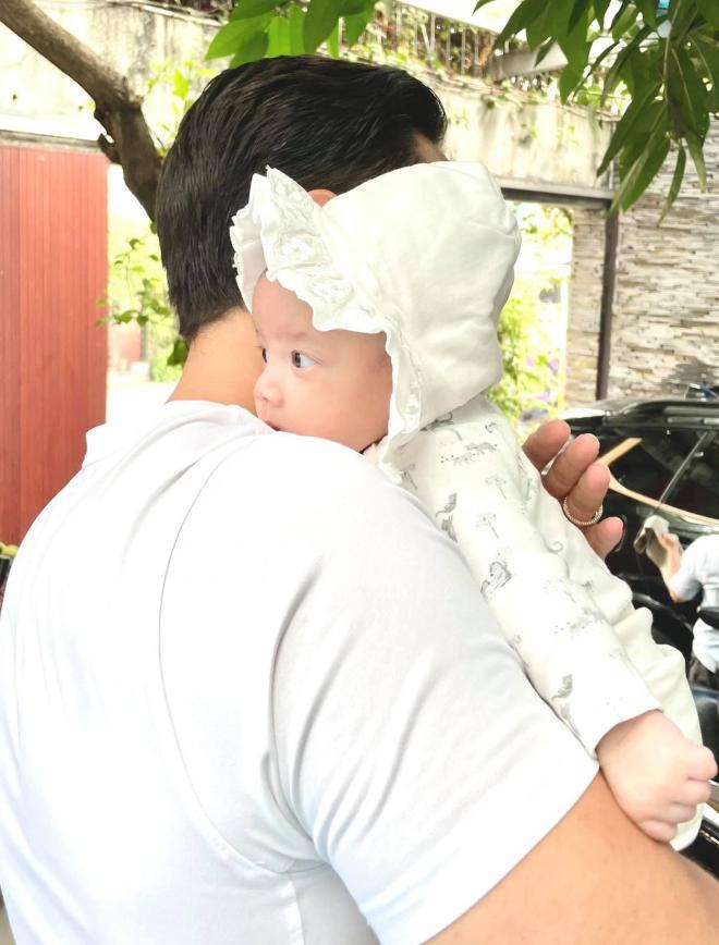Kim Lý lần đầu tiết lộ điểm đặc biệt của con gái nhỏ Lisa, dân tình nghe qua đã hối thúc sớm khoe ảnh cận mặt cả hai con