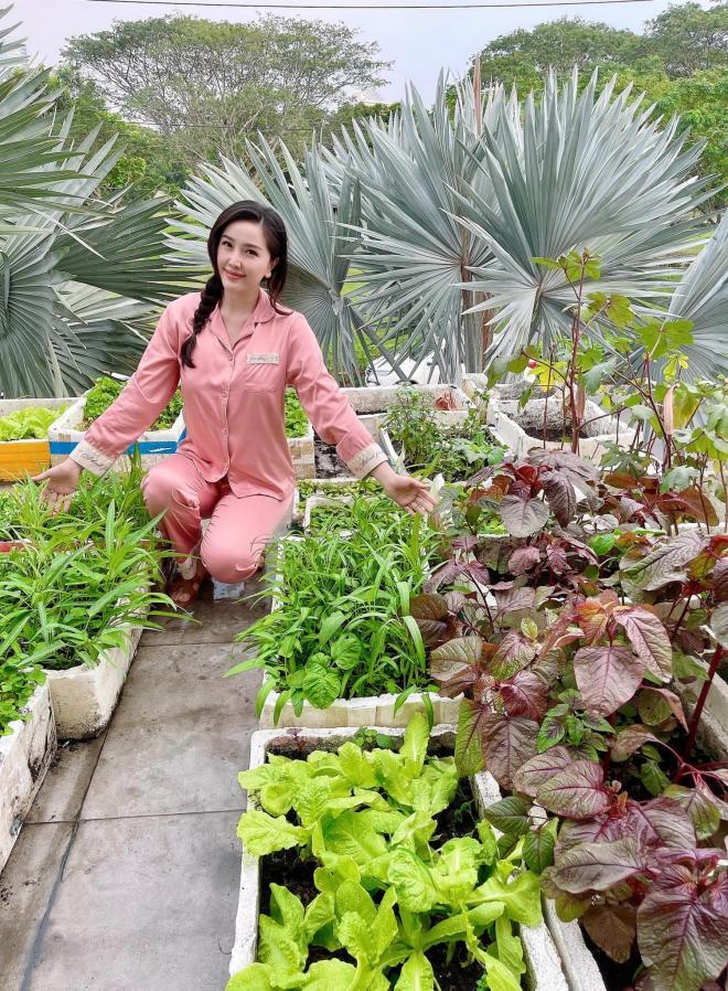 Bảo Thy trồng rau 0