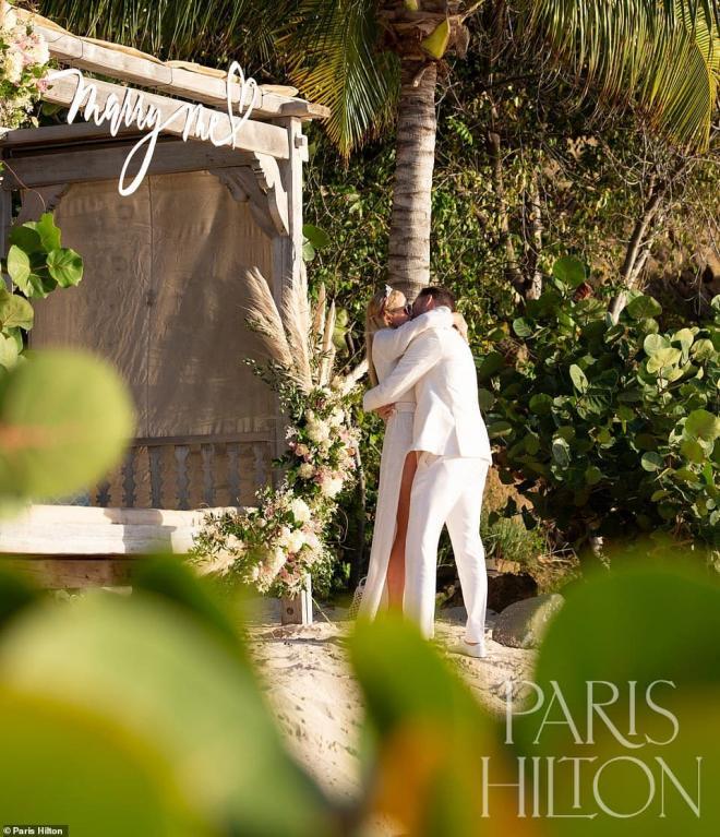 Sinh nhật tuổi 40, 'tiểu thư Hollywood' Paris Hilton được cầu hôn bằng nhẫn kim cương khổng lồ 1