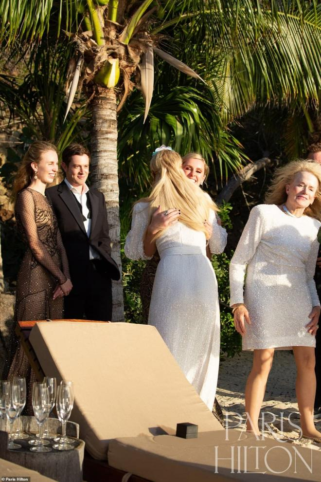 Sinh nhật tuổi 40, 'tiểu thư Hollywood' Paris Hilton được cầu hôn bằng nhẫn kim cương khổng lồ 16