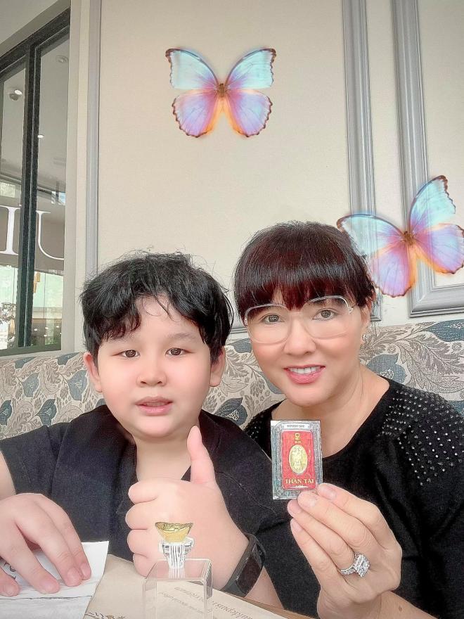 Sao Việt đi sắm vàng vào ngày vía Thần Tài 2021: Midu, Bảo Anh, riêng Di Băng mua 100 cây vàng