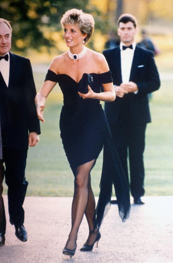 Từ Công nương Diana đến Kim Kardashian đều chứng tỏ 'em đẹp nhất lúc không thuộc về ai' khi xuất hiện lần đầu hậu chia tay 4