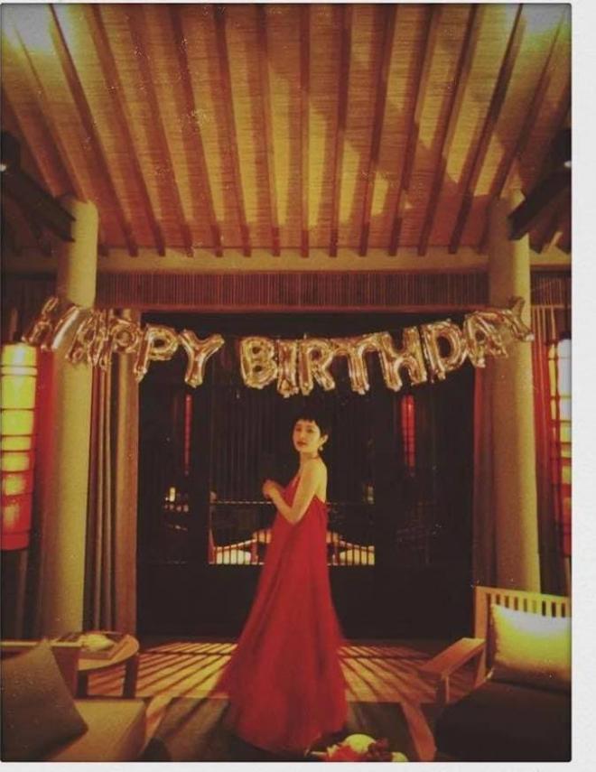 Hiền Hồ diện bikini khoe 3 vòng nóng bỏng, nuột nà mừng sinh nhật tuổi 24