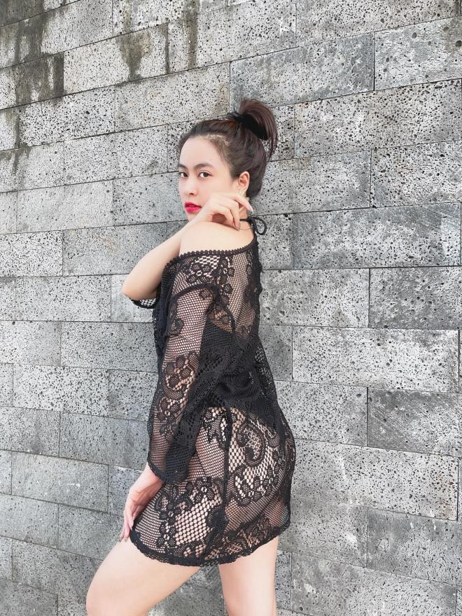 Chỉ với bikini và áo lưới, Hoàng Thùy Linh phô diễn body mướt mắt bất chấp tuổi 33 6