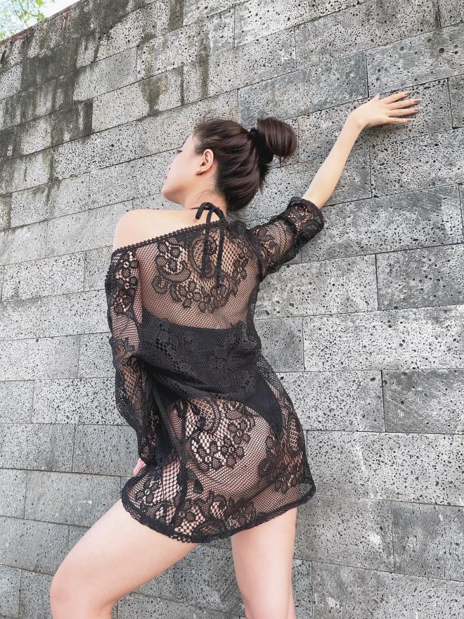 Chỉ với bikini và áo lưới, Hoàng Thùy Linh phô diễn body mướt mắt bất chấp tuổi 33 3