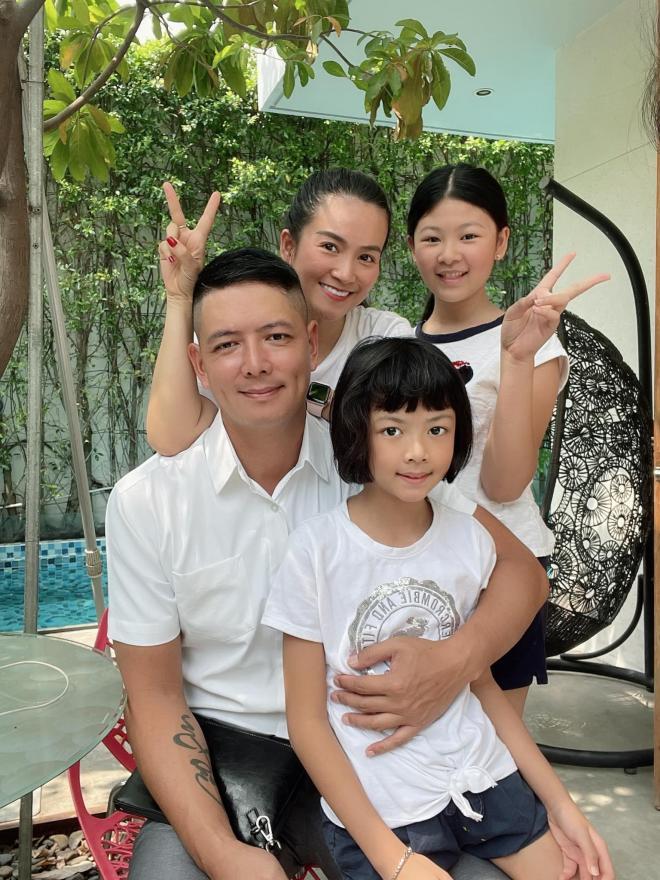 Bình Minh chụp ảnh cho vợ 1