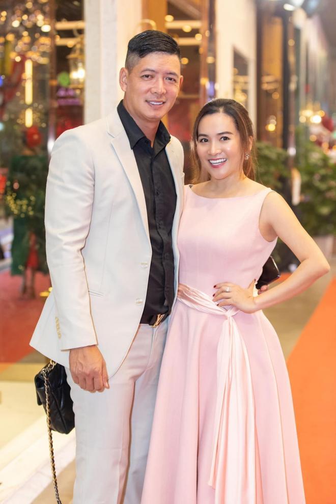 Bình Minh chụp ảnh cho vợ 2