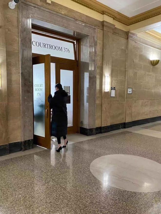 Trịnh Sảng lầm lũi lộ diện tại phiên tòa, tiết lộ từng muốn tự tử trước khi bỏ con 1