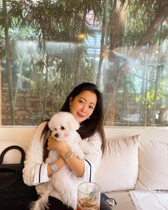'Đệ nhất mỹ nhân xứ Hàn' Kim Hee Sun bị phát hiện sử dụng app chỉnh ảnh nhưng ai cũng khen nức nở vì điều này 2