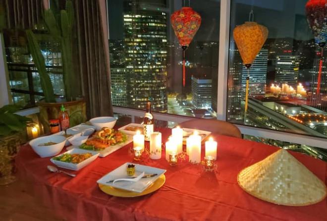 MC gốc Việt kết hôn với rapper Mỹ từng được đề cử Grammy, tiết lộ được bạn trai nấu ăn kiểu Việt Nam trong buổi tiệc cầu hôn