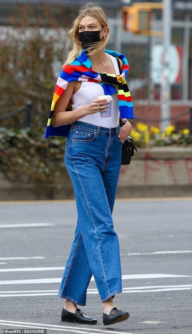 Siêu mẫu Karlie Kloss thon thả dạo phố sau khi mới sinh con chưa đầy 1 tháng 9