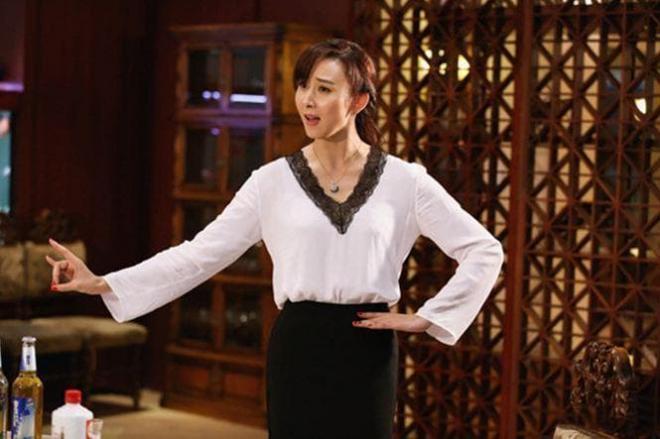 Mỹ nhân xinh đẹp được một người giàu nức tiếng Malaysia rước về dinh, chồng còn sẵn sàng mổ amidan để cho vợ yên giấc mỗi tối 2
