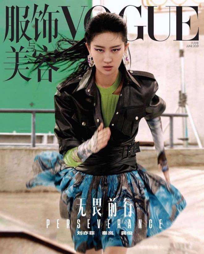 Lưu Diệc Phi và bộ ảnh tạp chí với biểu cảm 'đòi nợ thuê', cư dân mạng: 'Diện đồ LV mà phèn hơn đồ chợ' 5