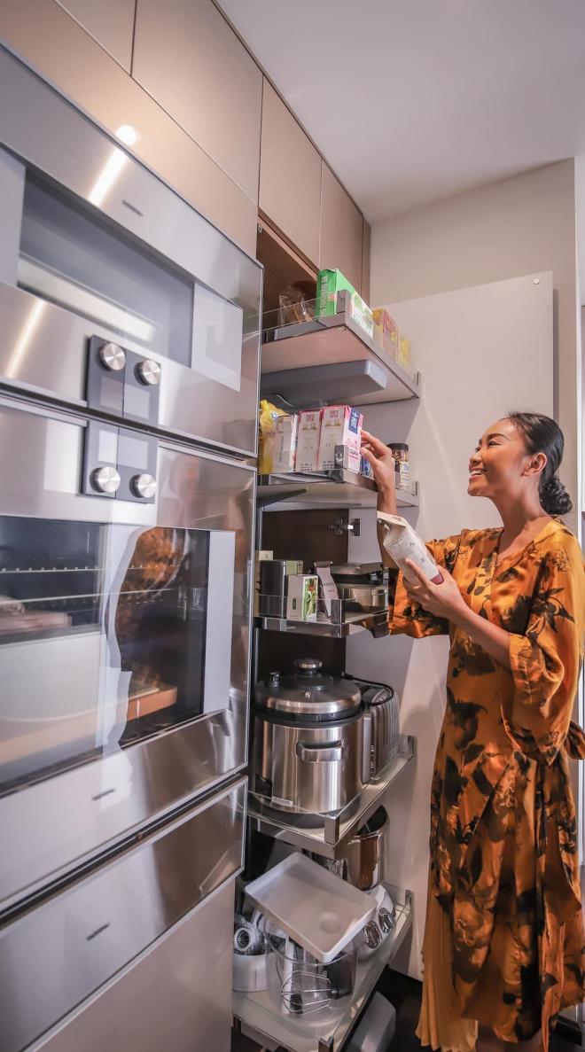không gian bếp nhà Đoan Trang 10