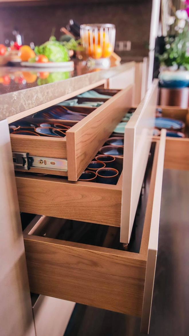không gian bếp nhà Đoan Trang 12