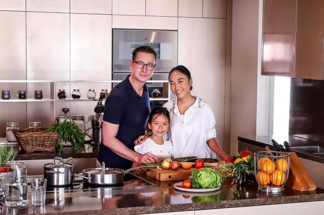 không gian bếp nhà Đoan Trang 15