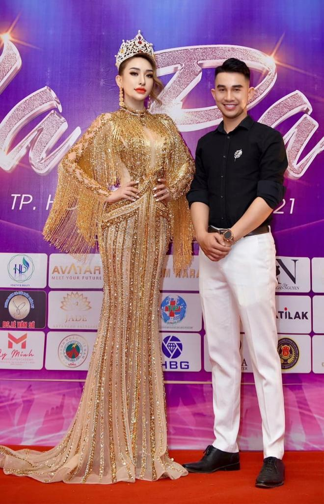 NTK Tom Kara, Váy Phượng Hoàng Lửa