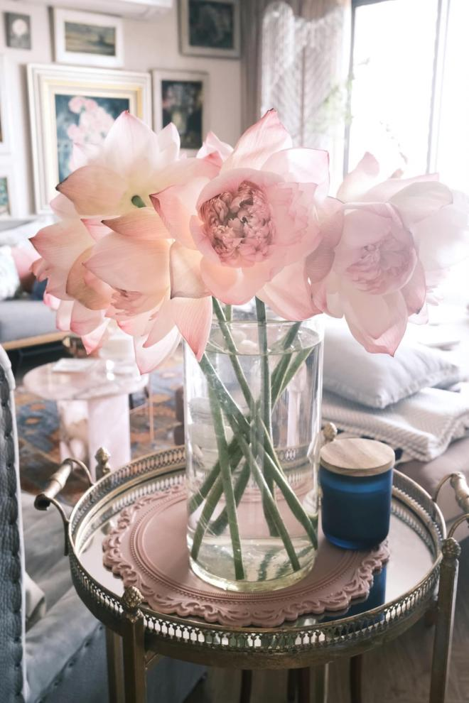 Lý Quí Khánh và hoa 1