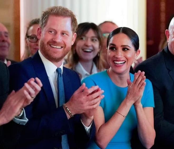Nữ hoàng lần đầu phá vỡ luật 'không phàn nàn, không giải thích' của Hoàng gia, bóc trần lời nói dối trắng trợn của Harry và Meghan 3