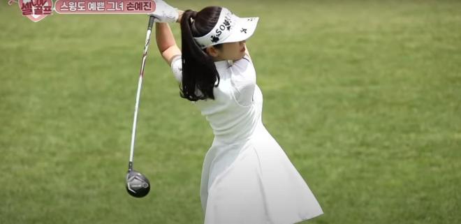 Son Ye Jin khoe dáng trên sân golf, thì ra đây là hình ảnh đã khiến Hyun Bin 'xin chết' 1
