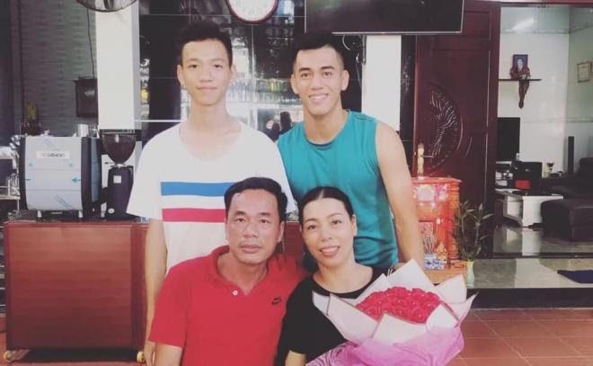 Tiến Linh bên gia đình  0