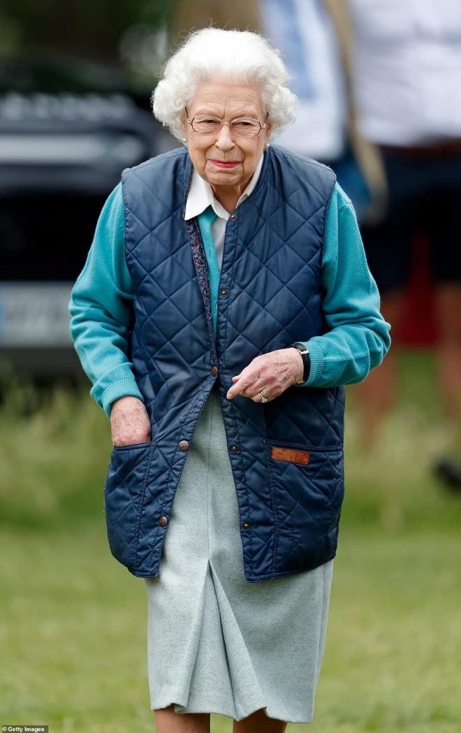 Cuốn sách của Harry châm ngòi lửa giận Hoàng gia, Nữ hoàng có thể sẽ rút lại lời mời đến Anh cho hai vợ chồng  2