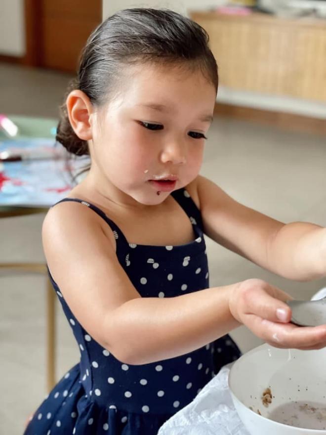Hà Anh con gái 1