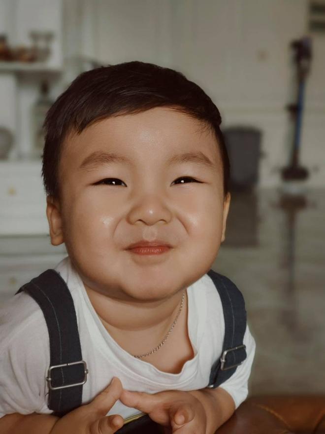 Hòa Minzy và con trai 2